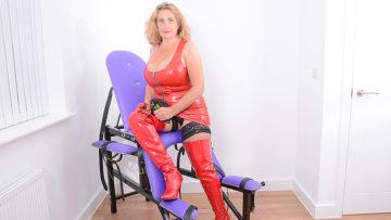 Maturenl - Big breasted Camilla gets kinky