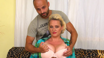 Maturenl - Big breasted housewife getting her fill
