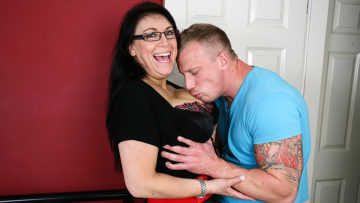 Maturenl - Big breasted mom fucking and sucking her toy boy