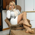 Maturenl - British MILF Tara Spades playing with herself