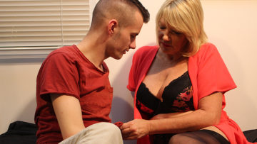 Maturenl - British mature Amy is getting a good fuck from her toy boy