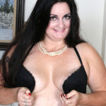 Maturenl - Curvy American housewife getting naughty by herself
