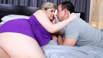 Maturenl - Hairy mature lady fucking her toy boy
