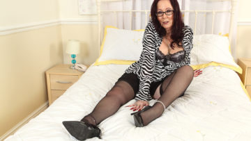Maturenl - Horny British mature lsut playing with her toy