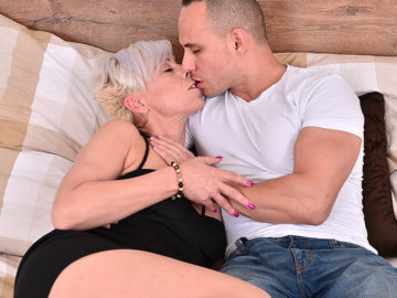 Maturenl - Horny housewife fucking and sucking her younger lover