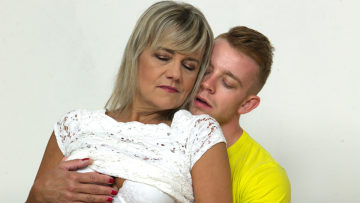 Maturenl - Horny mature lady fucking and sucking her toy boy