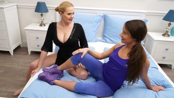 Maturenl - Hot babe getting seduced by a hot Lesbian MILF
