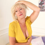 Maturenl - Mature Emily Jane loves to play with her pussy