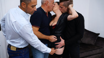 Maturenl - Naughty cougar getting a DP while doing three guys