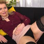 Maturenl - Naughty housewife feeling herself up