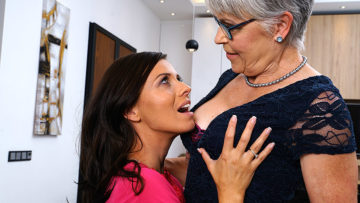 Maturenl - Naughty lesbian housewives go all the way