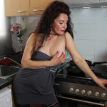 Maturenl - Spanish housewife Zazel Paradise playing with a cucumber