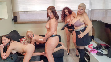 Maturenl - These five old and young lesbians have a party of their own