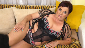 Maturenl - This chubby mama loves fooling around with her toy boy