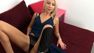 Maturenl - This hot MILF loves to suck and fuck a hard cock