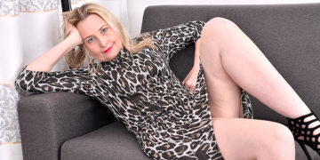 Maturenl - Horny British Housewife Getting Wet And Wild On Her Couch