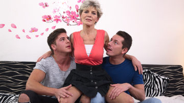 Maturenl - Mature Slut Sucking And Fucking Two Guys At Once