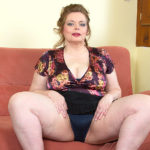 Maturenl - Big Breasted BBW Playing With Her Shaved Pussy