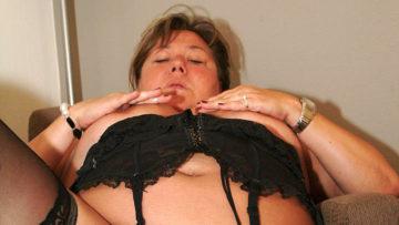 Maturenl - Big Mature Mama Playing With Herself
