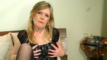 Maturenl - Blonde Housewife Ciska Loves To Get Wet