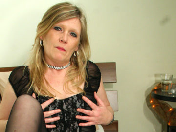 Maturenl - Blonde Housewife Ciska Loves To Get Wet