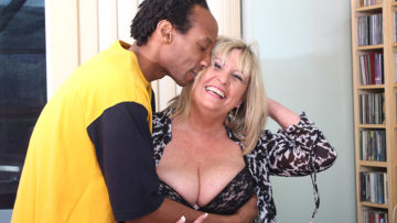 Maturenl - British Chubby Mature Lady Munching On A Black Cock