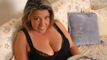 Maturenl - Chubby Angie Loves To Play When Shes Alone