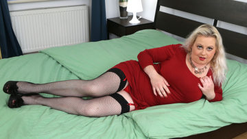 Maturenl - Curvy Elleanor With Her Big Boobs Is Horny As Hell
