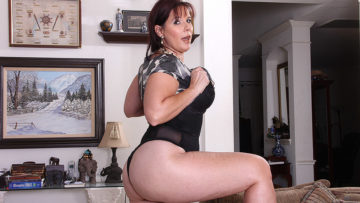 Maturenl - Cute Voluptous American Housewife Playing With Herself