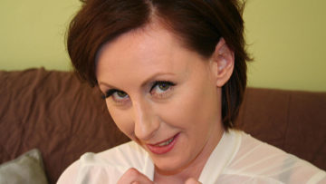 Maturenl - English Housewife Playing With A Rubber Dildo