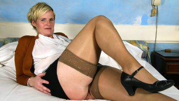 Maturenl - Horny Dutch Housewife Playing With Her Toy