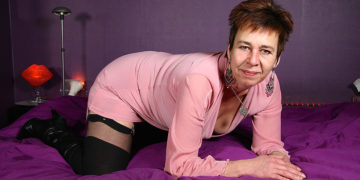 Maturenl - Horny Dutch Housewife Playing With Herself