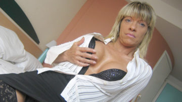 Maturenl - Horny Mature Carmen Loves To Play With Her Toys
