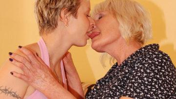 Maturenl - Horny Mature Lesbian Doing A Hot Babe