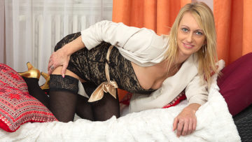 Maturenl - Hot Blonde Housewife Playing With Her Dildo