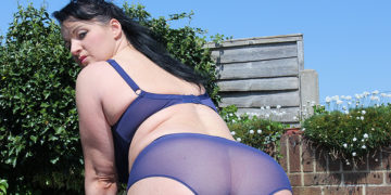 Maturenl - Hot British Housewife Masturbating Outdoors