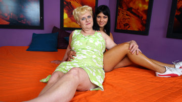 Maturenl - Hot Babe Doing A Horny Mature Lesbian