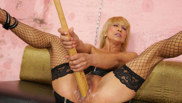 Maturenl - Kinky Blonde Mama Getting Fisted By A Hot Babe