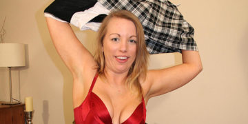 Maturenl - Kinky MILF Playing With Her Pussy