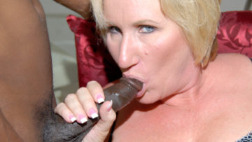 Maturenl - Kinky Mama Getting Two Black Cocks At Once