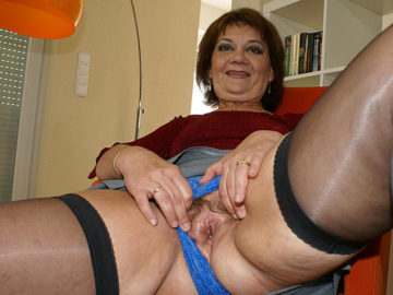 Maturenl - Mama Enjoys Her Toys When She Is Horny