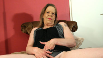 Maturenl - Mature Housewife Playing With Herself