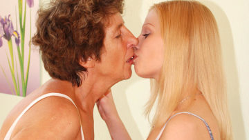 Maturenl - Mature Lesbian Felice Loves The Taste Of Young Pussy
