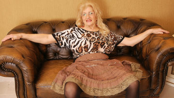 Maturenl - Naughty Granny Playing With Her Hairy Pussy