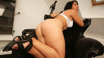 Maturenl - Naughty Housewife Enjoying A Big Toy