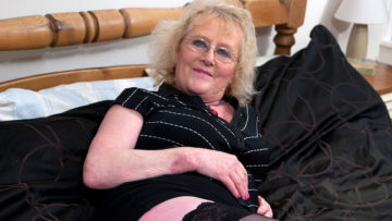 Maturenl - Naughty Housewife Getting Frisky