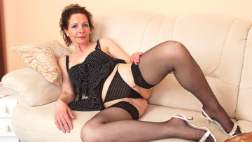 Maturenl - Naughty Housewife Playing With Her Fingers And Her Toy