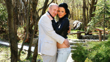 Maturenl - This Hot Babe Does Her Mature Lover In The Sun