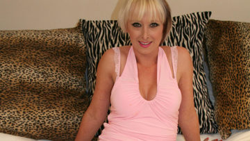 Maturenl - This Hot Fucking MILF Loves To Play With Herself