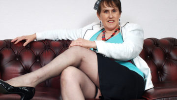 Maturenl - This Mature Brittish Muffin Loves To Play With Her Funbox